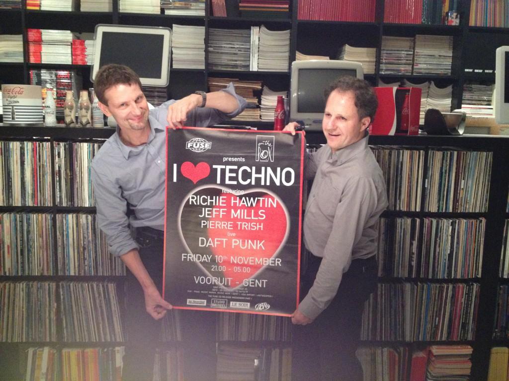 Peter Decuypere houdt de affiche vast van de allereerste I love Techno uit 1995, met de toen nog compleet onbekende Daft Punk